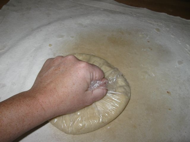 Fixing the dough with plastic