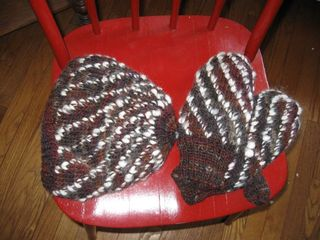 Mittens:hat brown xmas 09
