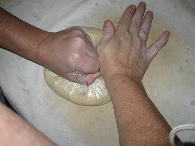 Fixing the dough with plastic 2